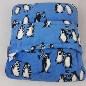 NWT Vera Bradley Fleece Travel Blanket Penguins